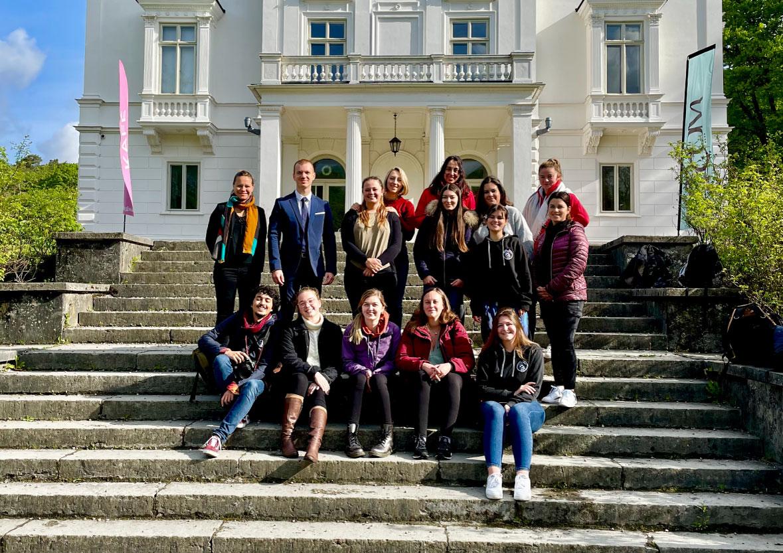 Etudiants-P3-ISEMA-devant-ECOM-Sweden